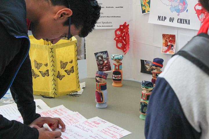 Students sign up for clubs
