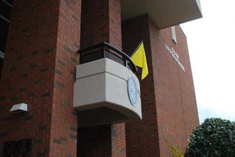Every week the the flag is updated to show the current level of ozone.