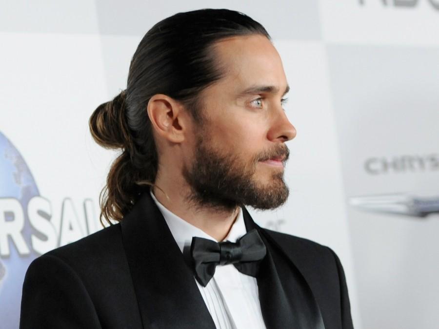 Jared+Leto+has+the+quintessential+example+of+a+man+bun+%28businessinsider.com%29.