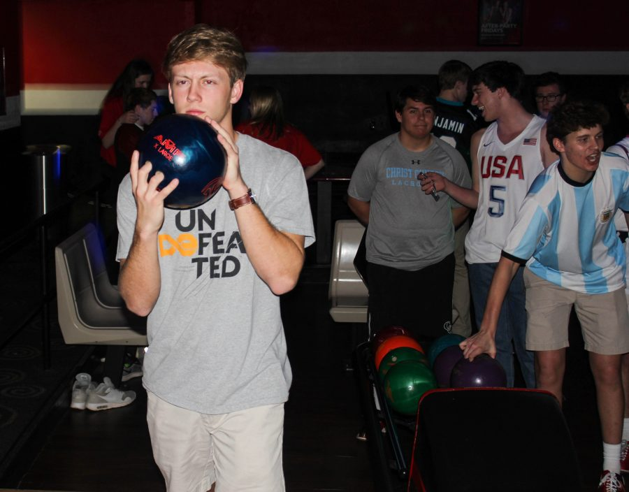 Upper+School+students+bowled+the+night+away+on+Wednesday+of+Spirit+Week.